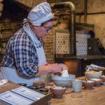 18H6 PAGE 8 A.Rue-Chateau-de-la-Ferte-cuisine-preparation
