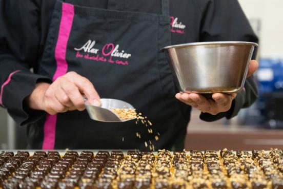 PAGE 5 CHOCOLATERIE ALEX OLIVIER Décor sur chocolats