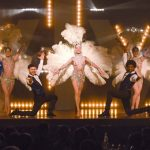 Show-Caprice-plumes-blanches
