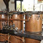 VIGNETTE DE GAUCHE 19D8 PAGE 16 Distillerie DE BOU, les 3 vases de l'alambic